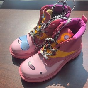 ADVENTURE TIME Dr Martens: Almost brand new
